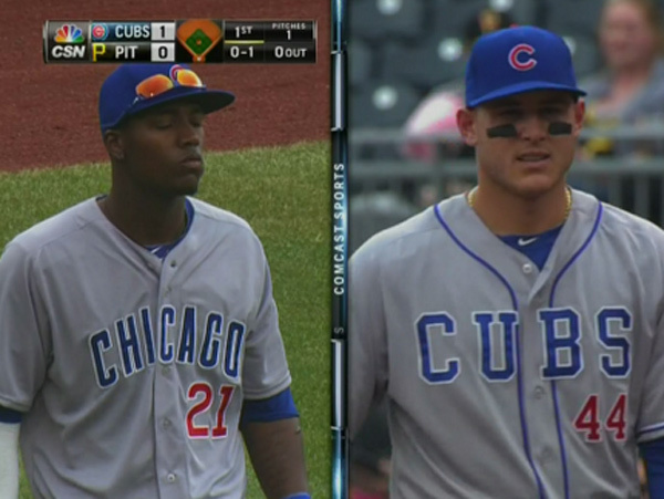Junior Lake (izquierda), claramente con el uniforme incorrecto (via Tom Fornelli)