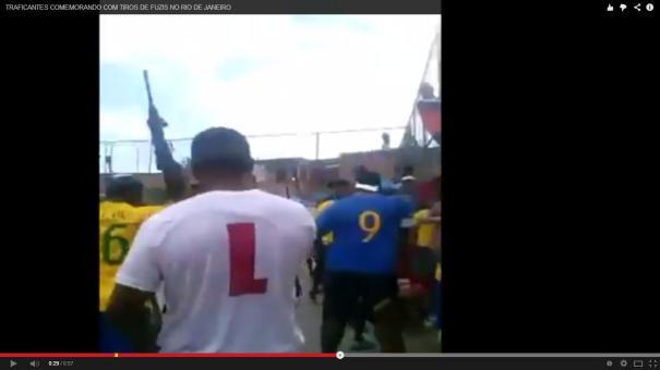5 Celebran un gol con ametralladoras en Brasil [Video]