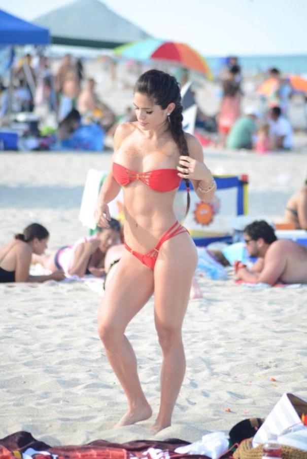 20140627 124509 45909155 Los cuerpos de playa de famosos más calientes en 2014
