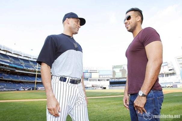 romeo derek FOTOS   Romeo Santos chillin con los Yankees