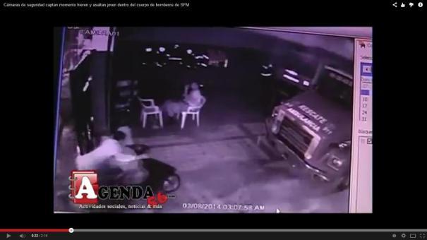 21 ¡En video! hieren y asaltan joven en la puerta del Cuerpo de Bomberos [RD]