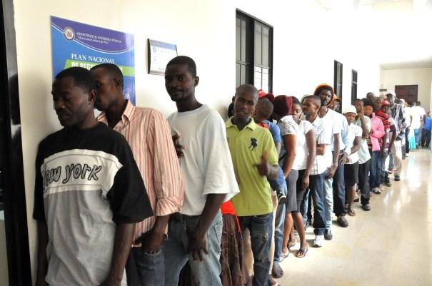 fila Medio millón haitianos quedarían sin nacionalidad en RD