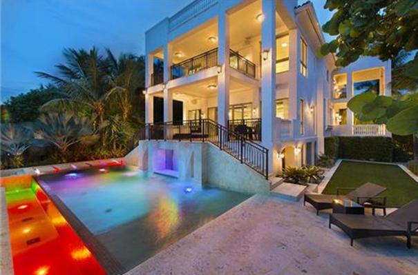 Casa que Lebron James vende por 10 millones