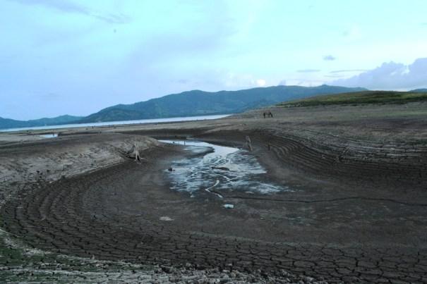 Impactante sequia en la presa de Hatillo  (1)