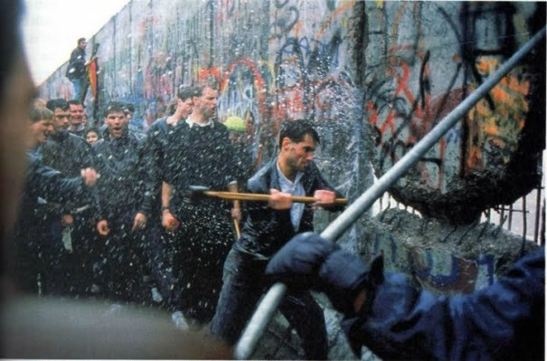 Destruction-of-the-Berlin-Wall-history-33096784-720-475