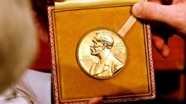 premio nobel medalla Premio Nobel subastará su medalla de oro