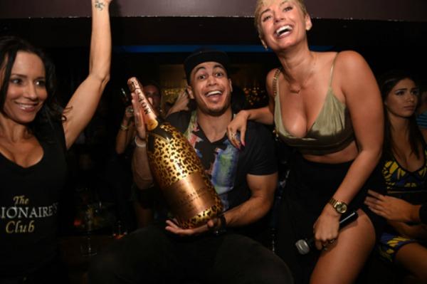 stan Fotos   El pelotero mas caro celebró con megamamis y champagne de US$20,000