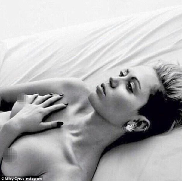 image239 El sensual topless de Miley Cyrus contra la censura en Instagram