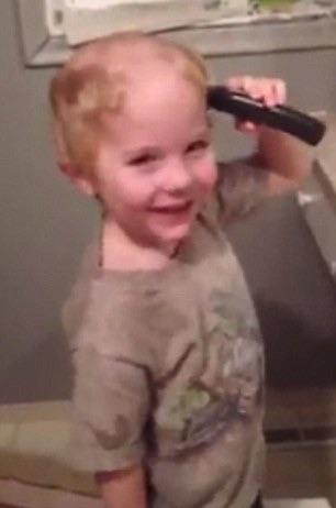 image58 Video   chamaquito se rapa el caco y le dice a la madre que se está peinando