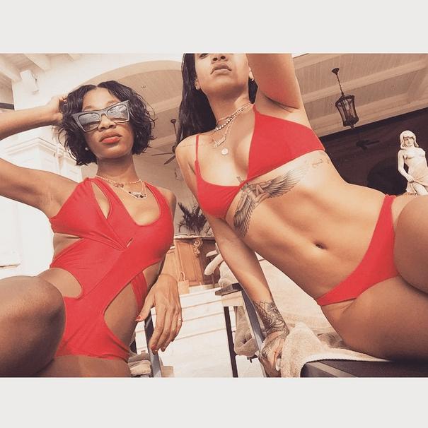 ri1 Fotos   Rihanna y su pana en bikineo navideño