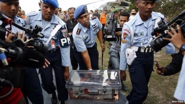 img 4562 Recuperan caja negra de avión de AirAsia