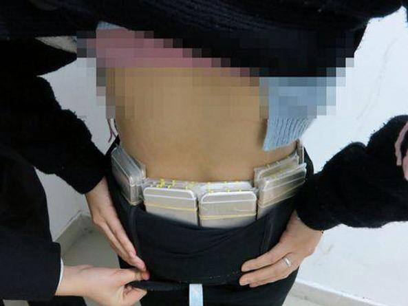 img 5025 Foto   iPhonewoman atrapada por el contrabando de 20 aparatos