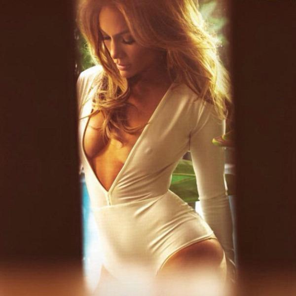 jlo Jennifer Lopez impacta sin sostén en portada de revista