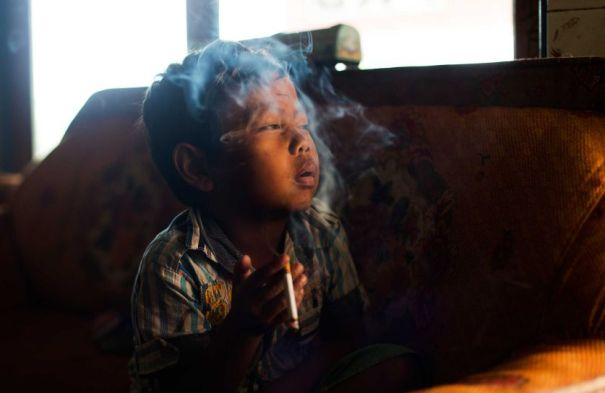 msiu marlboroboys 03 Fotos   Chamaquitos fumadores en Indonesia