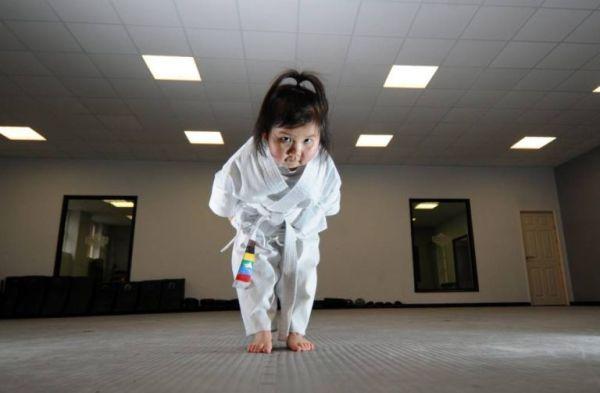 ad 160352756 Super linda karate kid es sensación en Facebook