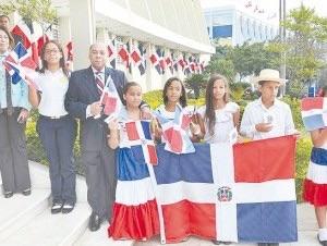 image116 Propone en cada hogar haya una bandera y una Constitución