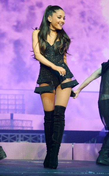 rs_634x1024-150226091453-634.Ariana-Grande-JR-22615
