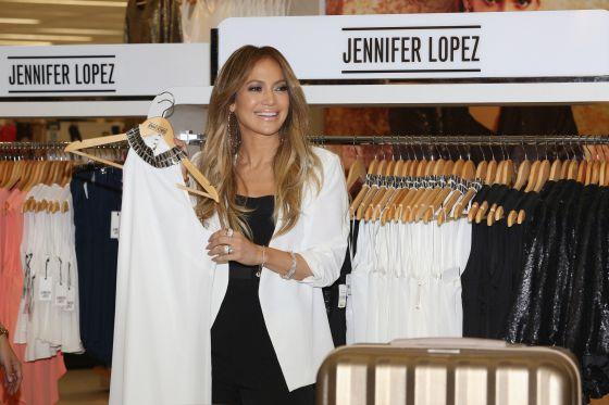 """1427223975 248472 1427224946 noticia normal Video: Doña JLo y su línea de ropa pa' gente """"normal"""""""