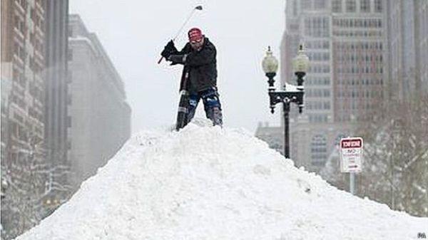 150301234630 sp golf boston nieve 624x351 pa 10 vainas raras que los gringos están haciendo con la nieve