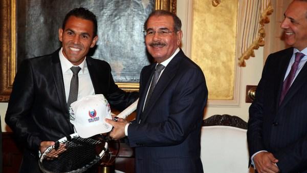 15879600304 914ef0afb5 z Decreto designa al tenista Víctor Estrella embajador de Buena Voluntad
