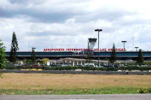 aila DNCD detiene en el AILA avión procedente de Venezuela con 9 maletas de cocaína