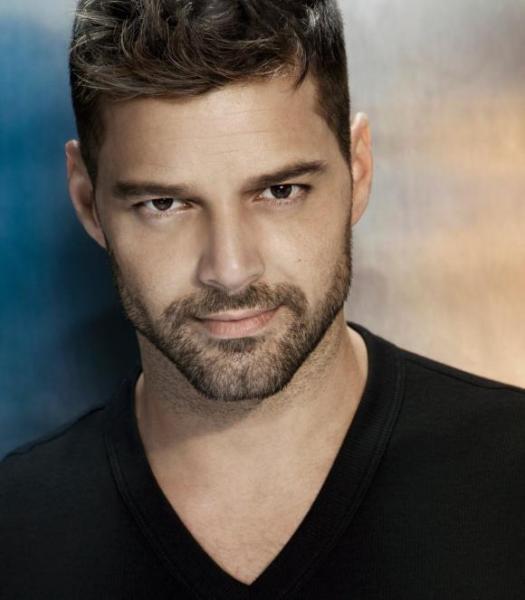 crop Pila de jóvenes acuden a audición programa de Ricky Martin