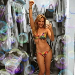 Así luce Thalia en bikini a sus 43 años