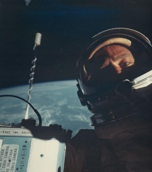 image11 El primer selfie en el espacio