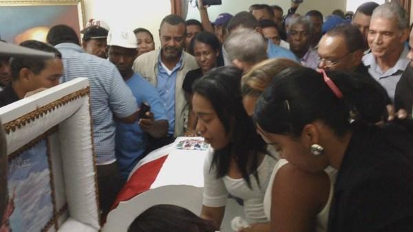 image181 Apresan tipo con perfil dudoso en velatorio viceministro asesinado en Cotuí