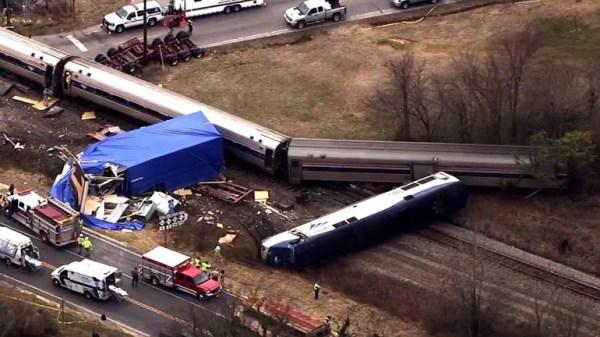image192 EEUU: choca tren con camión en Carolina del Norte