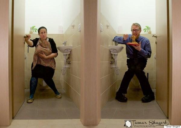 image298 Foto amamantando en el baño va viral