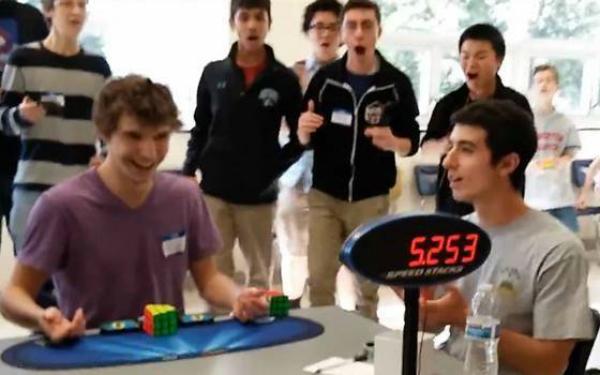 cubo rubik Video   Nuevo récord mundial de armado de cubo Rubik [EEUU]