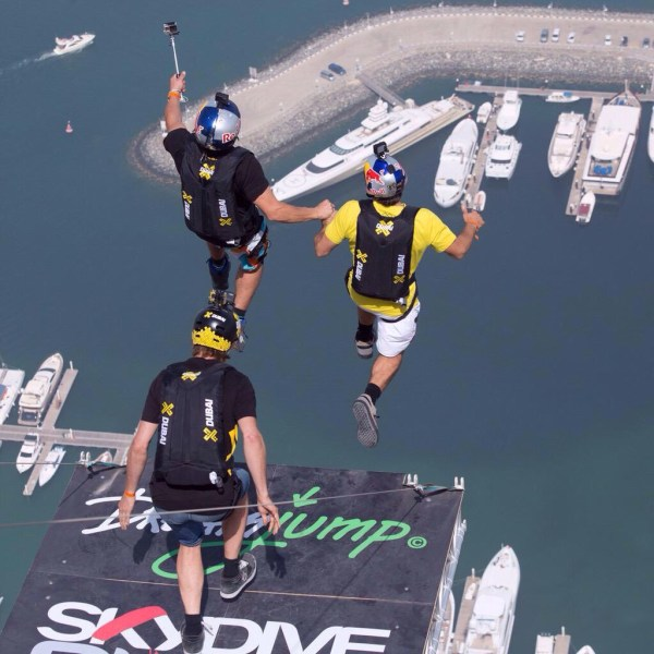 image627 Video   Tipos que les jiede la vida se jondean de torre en Dubai
