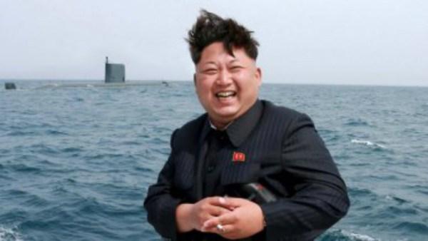00126125871 Foto: Kim Jong muerto de la risa mientras prueban misiles