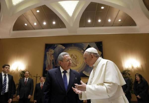 264212b451 Castro y el Papa se reúnen en el Vaticano