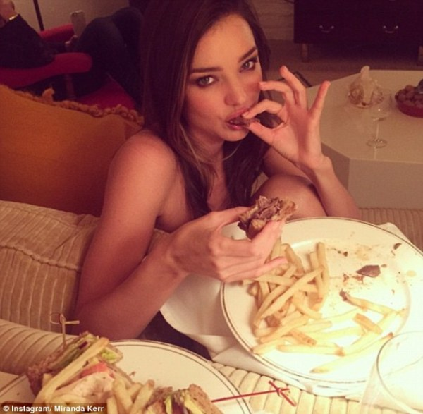 28648E9F00000578-3071459-_It_s_all_about_balance_Miranda_Kerr_shows_off_her_fit_figure_as-m-58_1430977507949