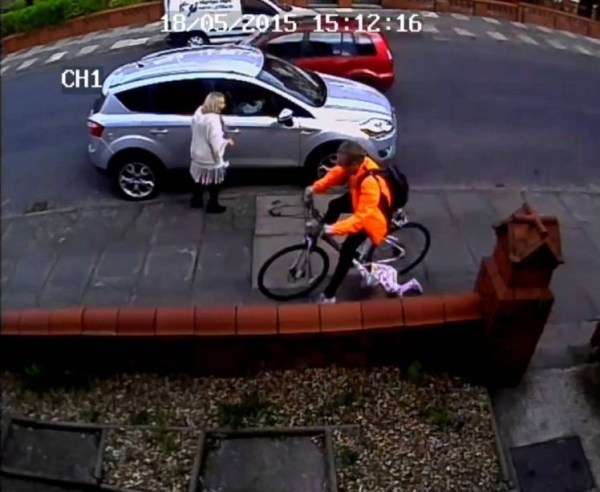 image511 Video   Ciclista atropella niña de tres años