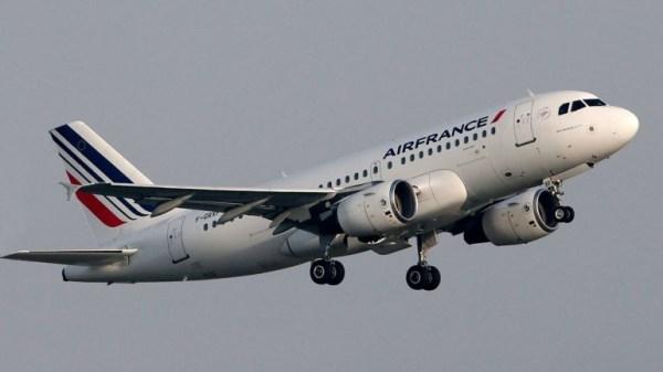 image600 Avión de Air France es escoltado hasta el aeropuerto JFK de Nueva York