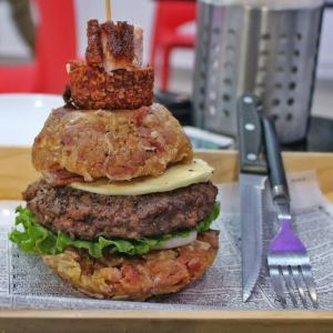 """Mofongo Burger"" de Loop Friends Burger ("