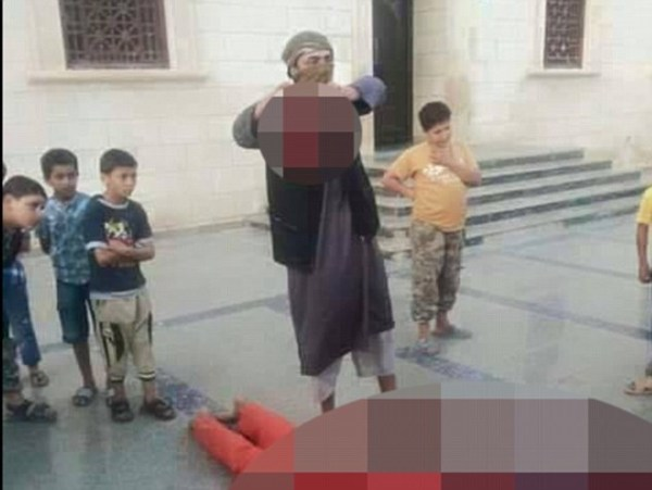 image106 ISIS enseña a decapitar soldados a los carajitos en la escuela