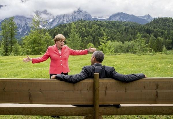 image143 Angela Merkel y Obama janguendo en la cumbre del G7