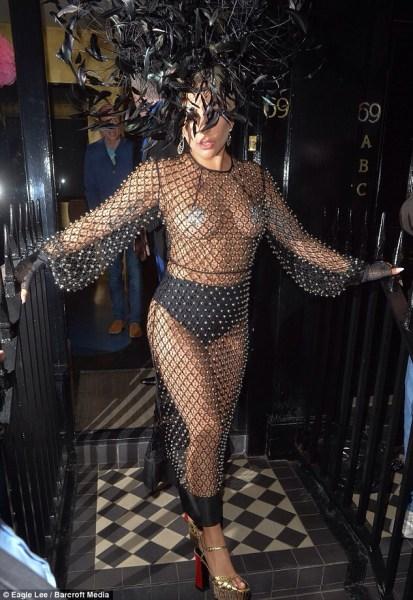 image195 Fotos   Lady Rara en vestido de transparencia