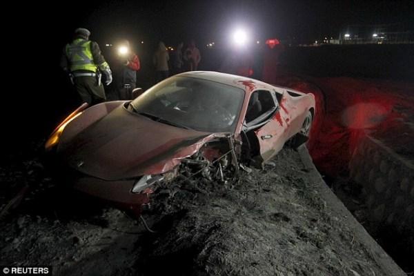 image290 Fotos   Así queda Ferrari de estrella de fútbol de Chile tras choque