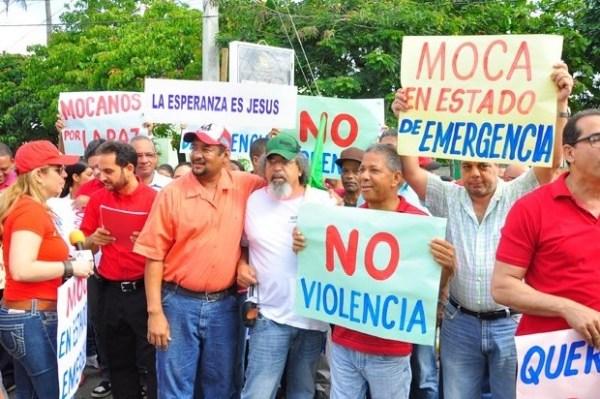 image40 Mocanos marchan vestidos de rojo contra violencia