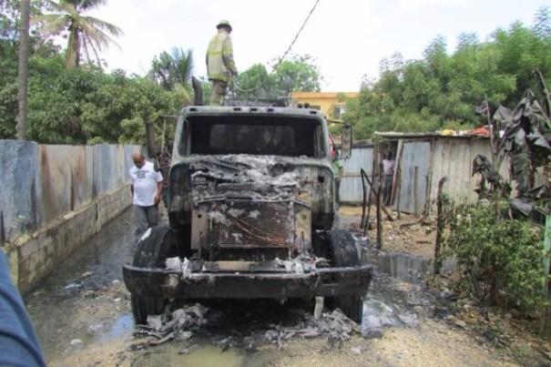 img 9394 Se incendia camión lleno de combustible (Sancri)