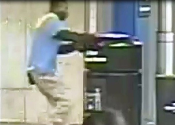 img 9422 Hombre empuja a mujer a vías de metro de Nueva York