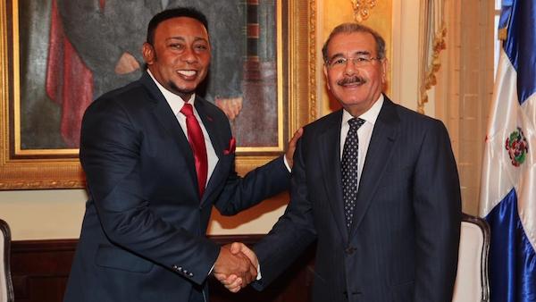 anthony santos danilo medina1 FOTO –Anthony Santos chillin con el presidente [RD]