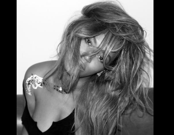 bey4 Doña Beyonce en vestido transparente (fui fuiu)