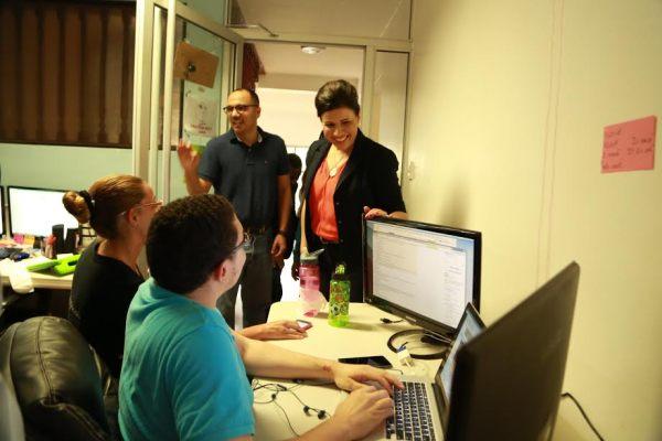 """cc1 Vicepresidenta se interesa en proyecto """"Programación como segundo idioma"""""""