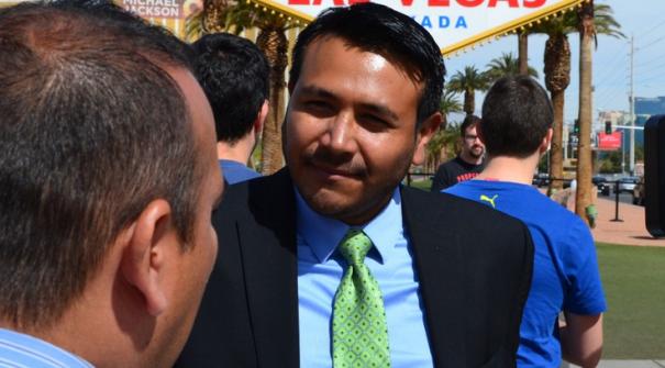latino Hillary contrata mexicano como director para medios hispanos